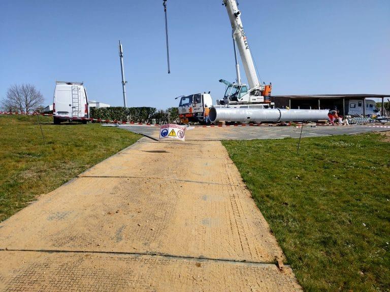 Read more about the article Des accès provisoires pour l'assemblage d'un pylône